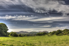 Cloudscape över gräsplan betar fältet nära Auchencairn HDR Arkivfoton