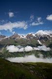 Cloudscape über Bergabhang Lizenzfreies Stockbild