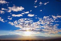Cloudscape über dem Horizont lizenzfreies stockbild