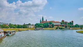 Cloudscape über Wawel-Schloss, Krakau, Polen stock video footage