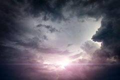 Cloudscape με την ακτίνα του φωτός Στοκ Φωτογραφίες