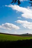 cloudscape πεδία πράσινα Στοκ φωτογραφία με δικαίωμα ελεύθερης χρήσης