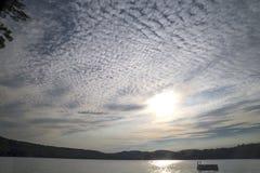 Cloudscape στη λίμνη Στοκ φωτογραφίες με δικαίωμα ελεύθερης χρήσης