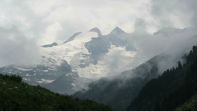 cloudscape των ευρωπαϊκών ορών στο Τύρολο, Αυστρία Σειρά βουνών Tauern Δεξαμενή Gerlos φιλμ μικρού μήκους