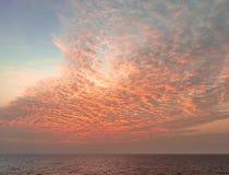 Cloudscape вечера накаляя после захода солнца шторма Стоковые Изображения RF