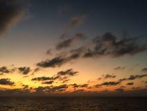 Cloudscape вечера накаляя после захода солнца шторма Стоковое фото RF