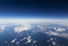 Cloudscape. Голубое небо и белое облако. Стоковая Фотография RF