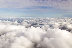 Cloudscape. Голубое небо и белое облако. Стоковое Фото