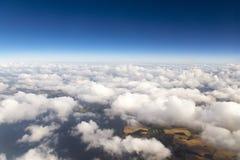 Cloudscape. Голубое небо и белое облако. Стоковое Изображение