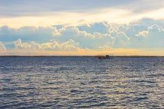 Cloudscape и небо сумерк вида на море Стоковое фото RF