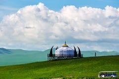 Cloudscape и yurt Монголии стоковое фото rf