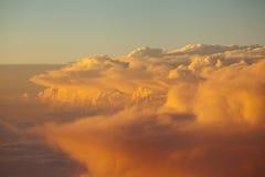 Cloudscape неба и захода солнца облаков красочное в гималайском ряде Стоковое Фото