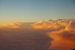 Cloudscape неба и захода солнца облаков красочное в гималайском ряде Стоковое фото RF