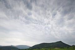 Cloudscape облаков mammatus и гор Стоковая Фотография RF