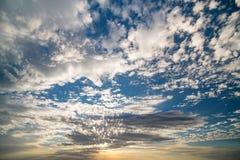 Cloudscape солнечного света утра pepping до конца над deser Юты Стоковые Фото