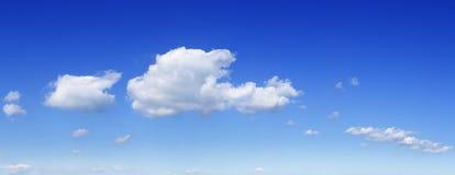 Cloudscape -天空蔚蓝和云彩 免版税库存图片