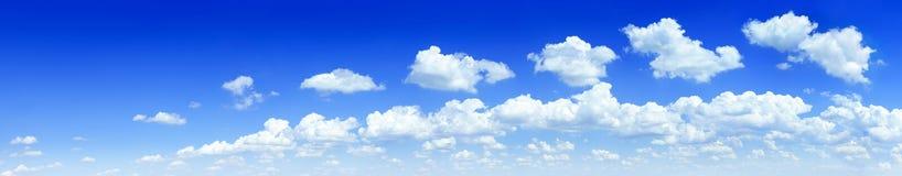 Cloudscape -蓝天和白色云彩 库存图片