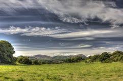 Cloudscape au-dessus de champ vert de pâturage près d'Auchencairn HDR Photos stock