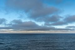 Cloudscape au-dessus de mer de Tasman dans le matin, Australie de la Tasmanie Photos stock