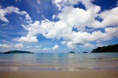 Cloudscape au-dessus de plage Images stock