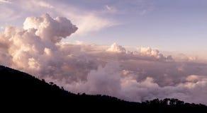 Cloudscape au-dessus des montagnes de Troodos cyprus image libre de droits