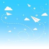 Cloudscape avec des paperplanes. Photographie stock