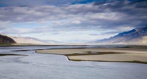 Cloudscape avec un fleuve Image libre de droits