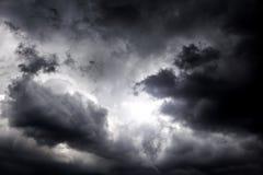 Cloudscape avec une lumière Image stock
