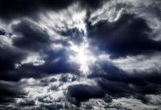 Cloudscape avec une lumière Photo libre de droits