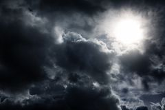 Cloudscape avec une lumière images libres de droits
