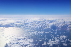 Cloudscape. Blauer Himmel und weiße Wolke. Lizenzfreie Stockfotografie