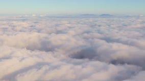 Cloudscape bonito de um avião filme