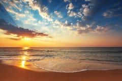 Cloudscape bonito sobre o mar, subeam Fotografia de Stock Royalty Free