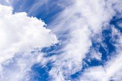 Cloudscape com céu azul imagem de stock royalty free