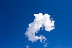 Cloudscape com céu azul imagens de stock royalty free