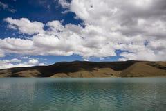 Cloudscape com um lago Imagens de Stock