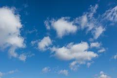 Cloudscape con el cielo azul Foto de archivo libre de regalías