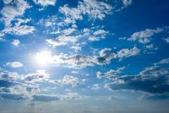 Cloudscape con el sol imagen de archivo libre de regalías