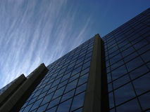 Cloudscape corporativo ha riflesso nell'edificio per uffici commerciale in Winnipeg Canada Fotografie Stock Libere da Diritti