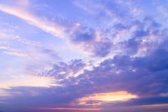 Cloudscape - cumulus chmury na zmierzchu czasie obraz royalty free