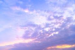 Cloudscape - cumulus chmury na zmierzchu czasie zdjęcia royalty free