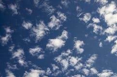 Cloudscape di pomeriggio di estate Fotografie Stock Libere da Diritti