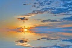 Cloudscape di tramonto del mare immagine stock libera da diritti
