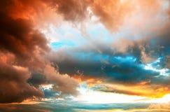 Cloudscape dramático de la puesta del sol Fotografía de archivo