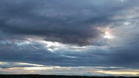 Cloudscape dramático de la puesta del sol metrajes
