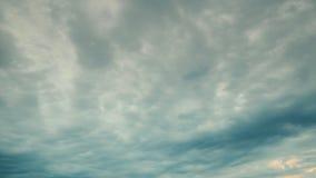 Cloudscape dramático do por do sol filme