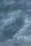 Cloudscape dramático Nubes tempestuosas en el cielo Foto de archivo