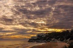 Cloudscape drammatico sopra la spiaggia al tramonto Fotografie Stock