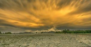 Cloudscape en Laem Pakarang Foto de archivo