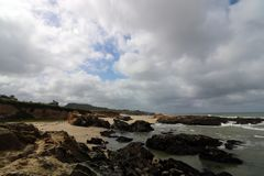Cloudscape en strand, de Kust van Californië stock fotografie